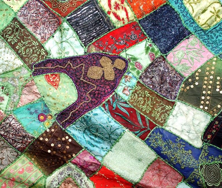 Делаем лоскутное одеяло с украшением