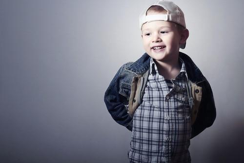 Модная джинсовая куртка мальчику