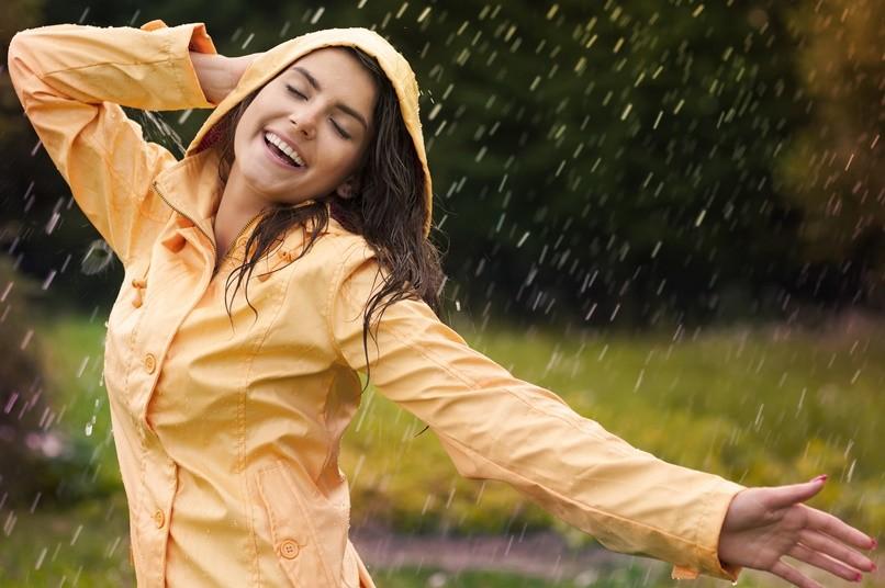 Стильная ветровка женская с капюшоном