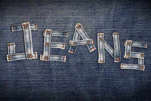 Чем хорош плащ из джинсовой ткани