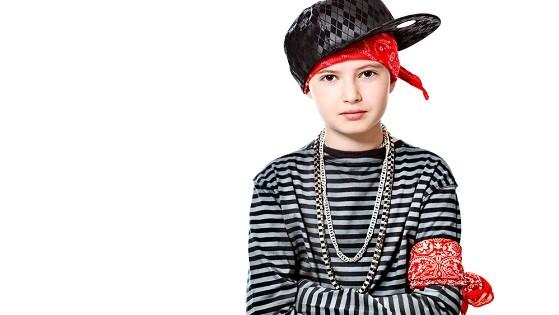 Модным мальчишкам одежда  на лето