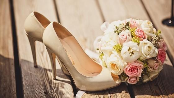 Бежевые туфли из лакированной кожи
