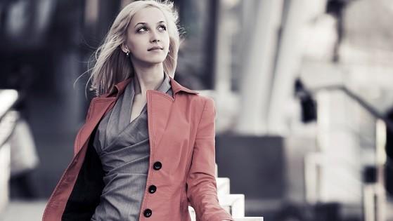 Яркие куртки из кожзама женские