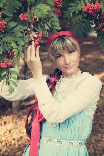 Красивый русский народный костюм сарафан