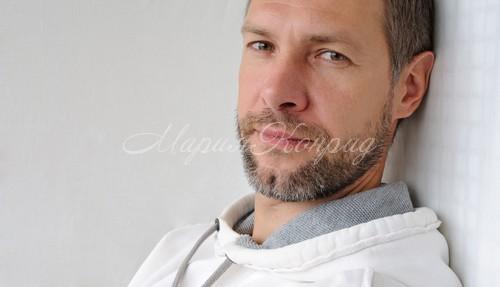 Качественная белая мужская ветровка