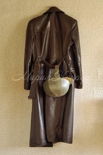 Модный кожаный плащ мужской