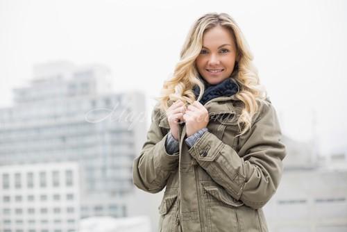 Модная куртка цвета хаки