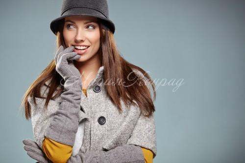 Серое широкое пальто