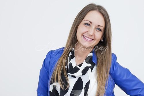 Модная женская синяя куртка