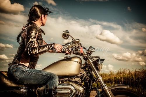 Красивые женские мотокуртки
