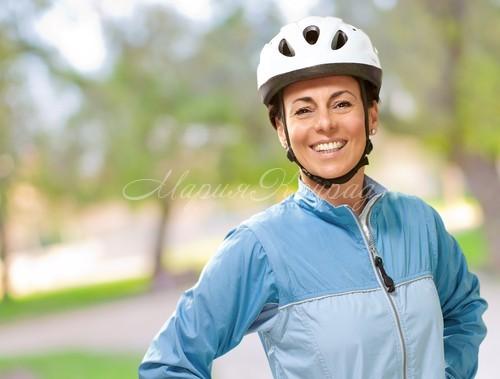 Лучшие спортивные женские ветровки