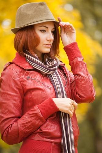 Модные женские куртки из искусственной кожи