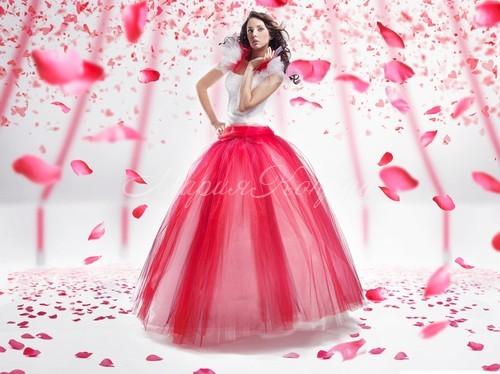 Нежное розовое платье в пол